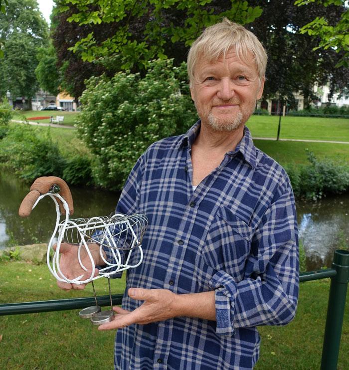"""Aus alt mach neu oder """"Ente gut, alles gut"""": Krankenpfleger Günter Zoller zeigt Figuren und Skulpturen aus Holz und Metallschrott"""