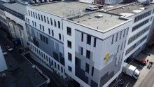 Der neue Gebäudeteil F-Flügel des Pius-Hospitals in Oldenburg ist circa 21 Meter hoch und beinhaltet diverse Funktionseinheiten auf insgesamt 3.700 Quadratmetern. Foto: Daniel Clören.