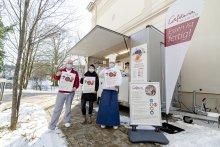 """Vorbereitungen abgeschlossen: Das Team vom """"Pius-Speisewagen"""" freut hungrige Gäste"""